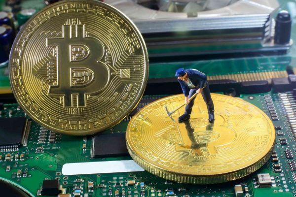 storia bitcoin moneta virtuale